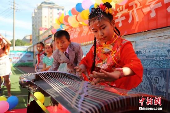 青海小学生开学季上演校园好声音图片