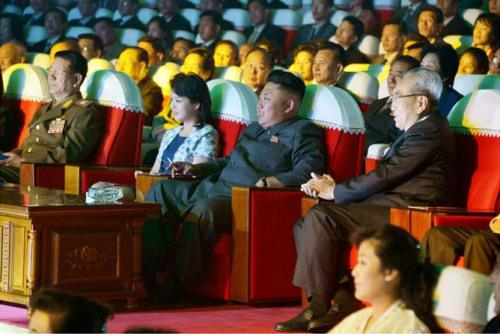 朝鲜牡丹峰乐团办音乐会金正恩携李雪主观赏