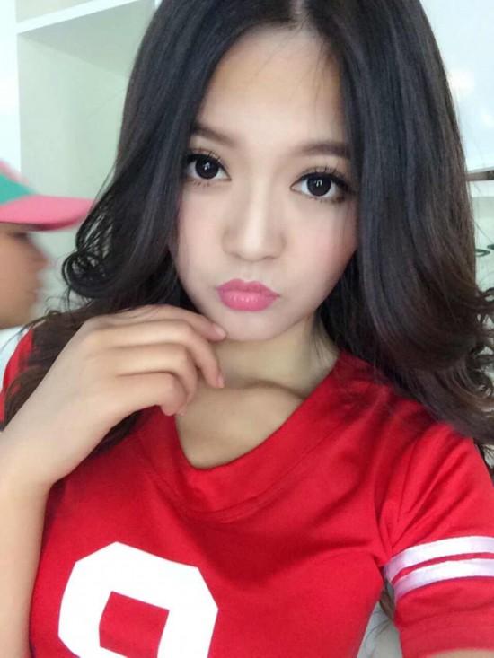 中国拳击第一美女主持一字马走红 酷似李湘高
