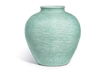 御海苍龙:乾隆御制粉青釉浮雕龙纹罐清乾隆粉青釉浮雕