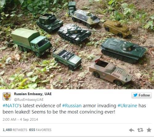 """俄使馆回应""""入侵乌克兰"""" 玩具坦克大举进攻"""