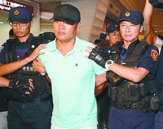 台中富商遭绑架案主嫌被押回台 霹雳小组戒备