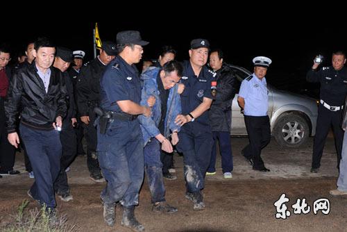 哈尔滨越狱犯落网纪实:为躲避直升机在水塘里