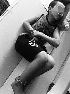 海口10岁男童叛逆离家 母亲曾铁链拴其脚踝