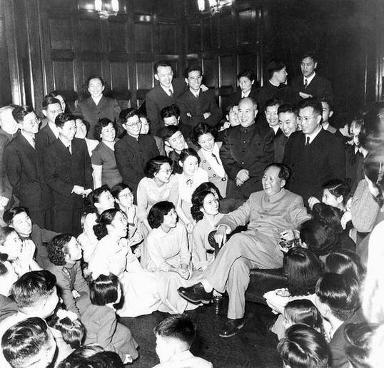 历史上的今天 毛泽东逝世 哪一个国家不闻不问