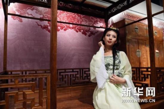 汉服,唐装,旗袍,秀禾服等传统服装的佳丽与中式古典图片