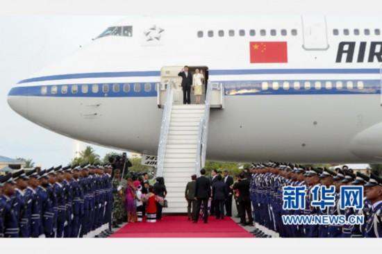 习近平抵达马累开始对马尔代夫进行国事访问