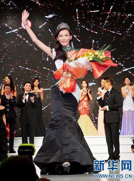 9月13日,许乃蜻胜出后向现场观众挥手致意。