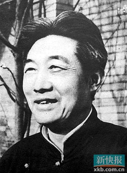 徐悲鸿 1895—1953年,原名徐寿康,江苏宜兴人。早年曾留学法国学西画,归国后长期从事美术教育,曾任中央美术学院院长,擅长人物、走兽、花鸟,最喜画马。
