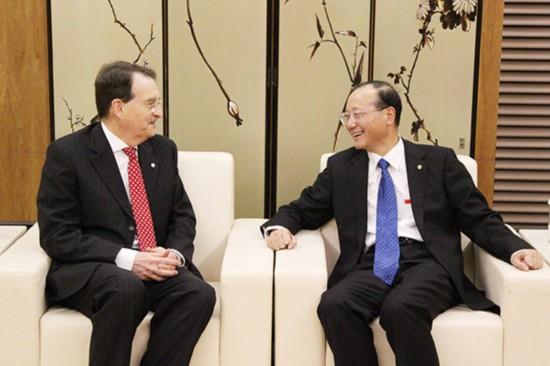 邵琪伟会见澳大利亚APEC大使