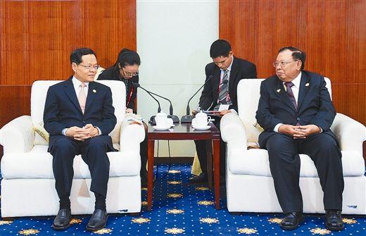 陈武会见老挝国家副主席本扬