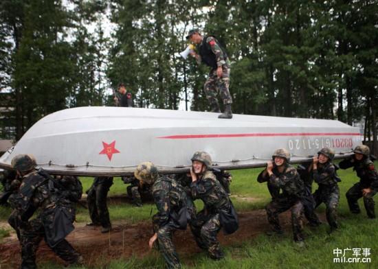 解放军特种兵残酷训练现场 极限训练吓人