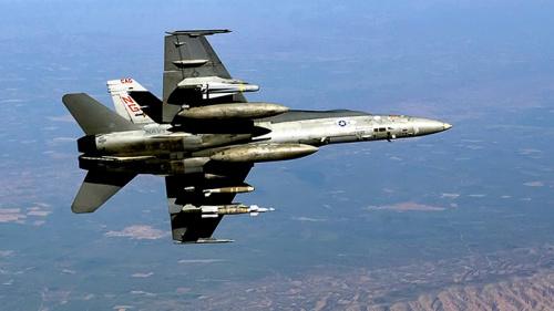 美军战机首次在巴格达附近空袭IS 行动升级