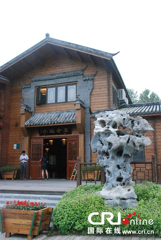 纯木结构的滨湖公园茶社