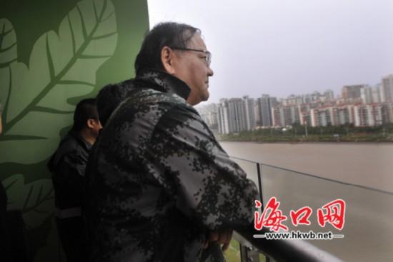 陈辞察看海口灾情:要不断提升防灾减灾能力