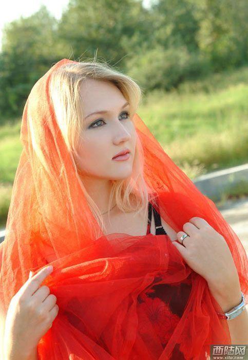游客:俄罗斯性感美女遍布大街小巷街拍让性感杨幂腿的的组图图片