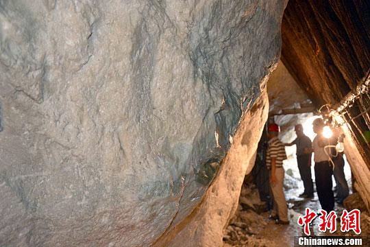 """辽宁丹东发现600吨巨型单体""""玉王""""(图)"""