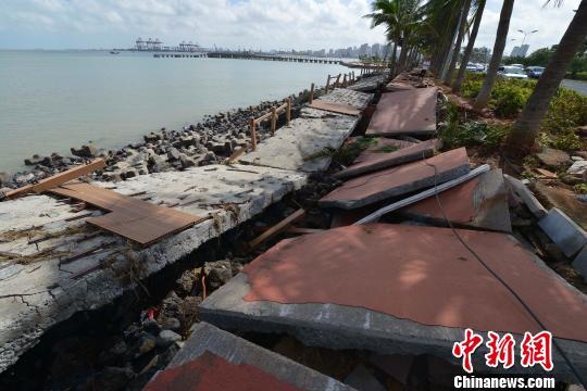 风暴潮致使海口滨海公共设施毁损严重(图)