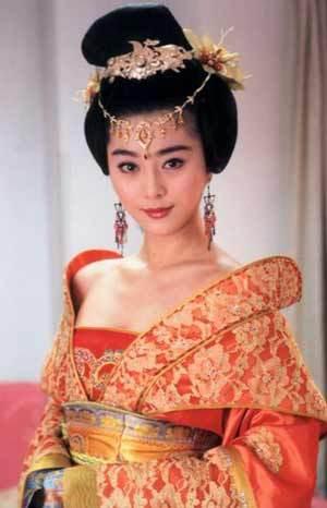 范冰冰竟把丫鬟演出女王范!四大美女谁最惊艳