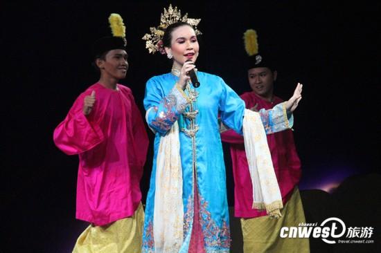 唐朝官员服饰-西安重现大唐皇宫最高礼节 迎接32国游客图片