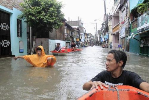 台风袭击菲律宾7人死 12小时降半个月雨量