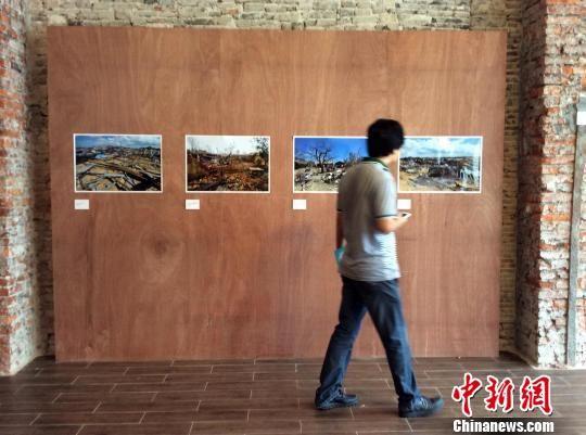 《风・墙》摄影图片展在海口骑楼老街开展