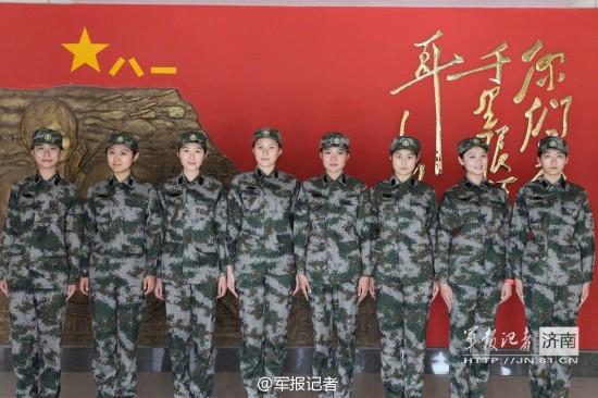的身姿、俊秀的面容.日前,三军仪仗队首次从新兵中挑选女兵高清图片