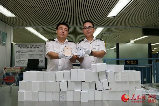深圳海关5天查获近2000台iPhone 6 一水客身穿3内裤藏8台