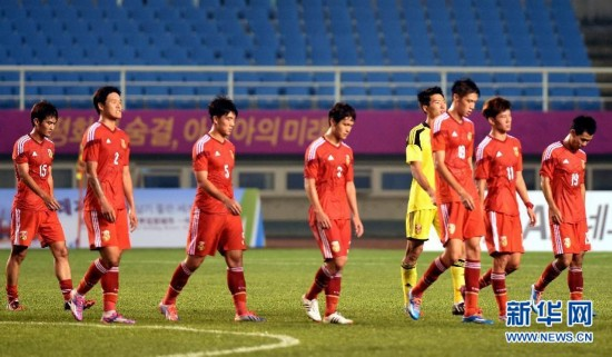 (亚运会・体坛聚焦)(1)足球――男足:中国负于泰国 无缘八强