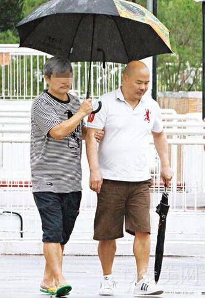 张柏芝父亲欠债遭打 明星的极品家人
