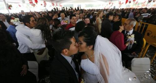 墨西哥城807对情侣集体完婚 创下该国新纪录