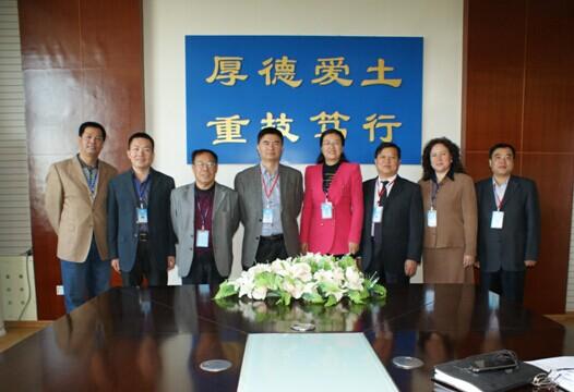 阿克苏职业技术学院领导班子(左2为崔玉江)