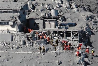 日本火山喷发31人心肺功能停止 45人仍失联