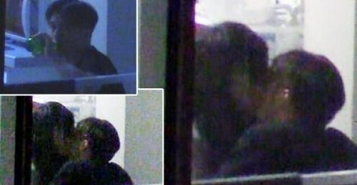 锋菲公寓亲吻画面被拍 王菲鲜见私照曝光