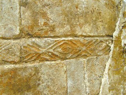 襄阳旧城改造拆出汉代墓室砖 现鱼纹形花纹