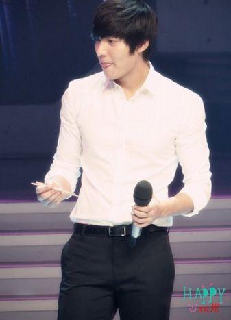 金秀贤王力宏贝克汉姆 男星穿白衬衫谁最帅