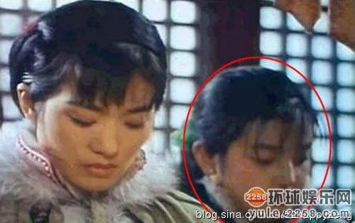 遍大江南北的《还珠格格》小燕子之前,也曾在巩俐主演的电影《画