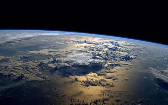 空间站捕捉到的地球壮观景象