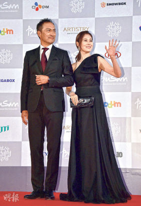 第19届釜山电影节开幕 汤唯婚后现身成红毯焦点图片