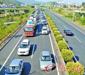 广东省内高速迎返程高峰 部分1小时走12公里
