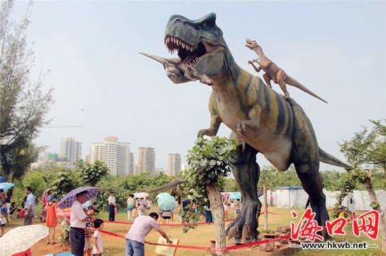 国庆白沙门公园游人如织 骑楼食街食客涨3倍
