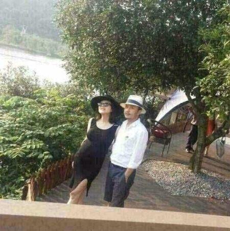 汪涵公开杨乐乐孕照:别人晒美景我们晒太阳