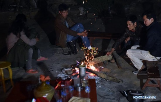 Villagers take refuge in the open air at Mangla Village of Yongping Township at Jinggu County of Pu'er City, southwest China's Yunnan Province, Oct. 8, 2014.