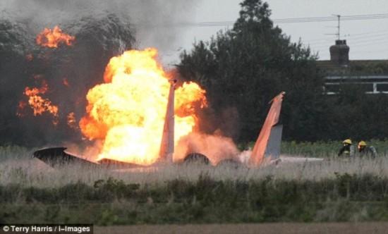 高清:驻英美军1架F-15战斗机坠毁