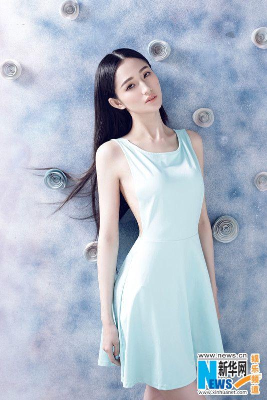 蓝燕清新性感风写真曝光 漏背连衣裙大胆出镜