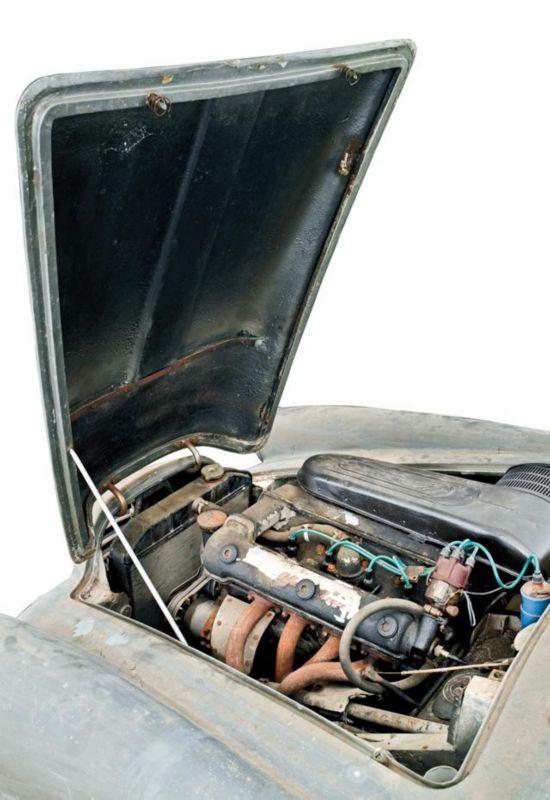 该车配置了四缸双顶置凸轮轴合金发动机