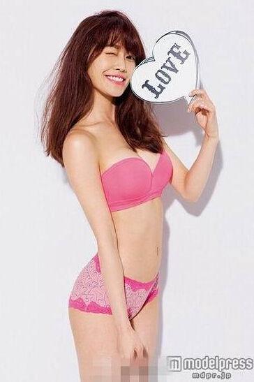 金城武侄女拍摄内衣广告 大秀性感火辣身材