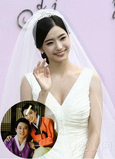 韩彩英  韩彩英在2007年5月与金融业者崔东俊结婚,婚礼当时,韩彩