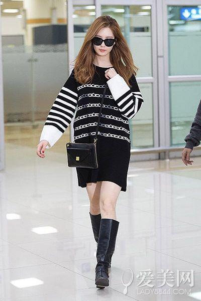 少女          示范搭配:oversize茧型长款套头针织衫 黑色长靴 黑色
