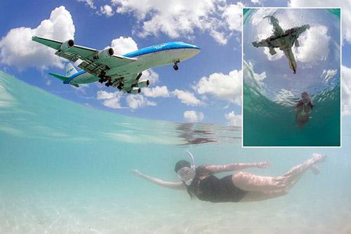 巴西摄影师海中抓拍低空飞机掠过头顶瞬间(图)